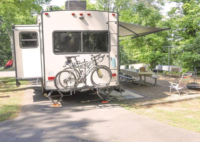 Pull-thru entrance, driveway slope, awning-side clearance, utilities-side clearance.Victoria Campground, campsite 50.