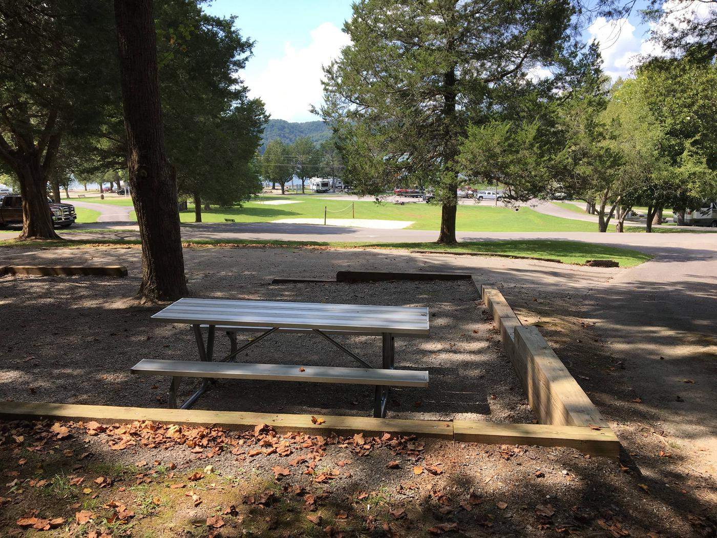 OBEY RIVER PARK SITE #128 TABLE AND LAKE VIEWOBEY RIVER PARK SITE #128