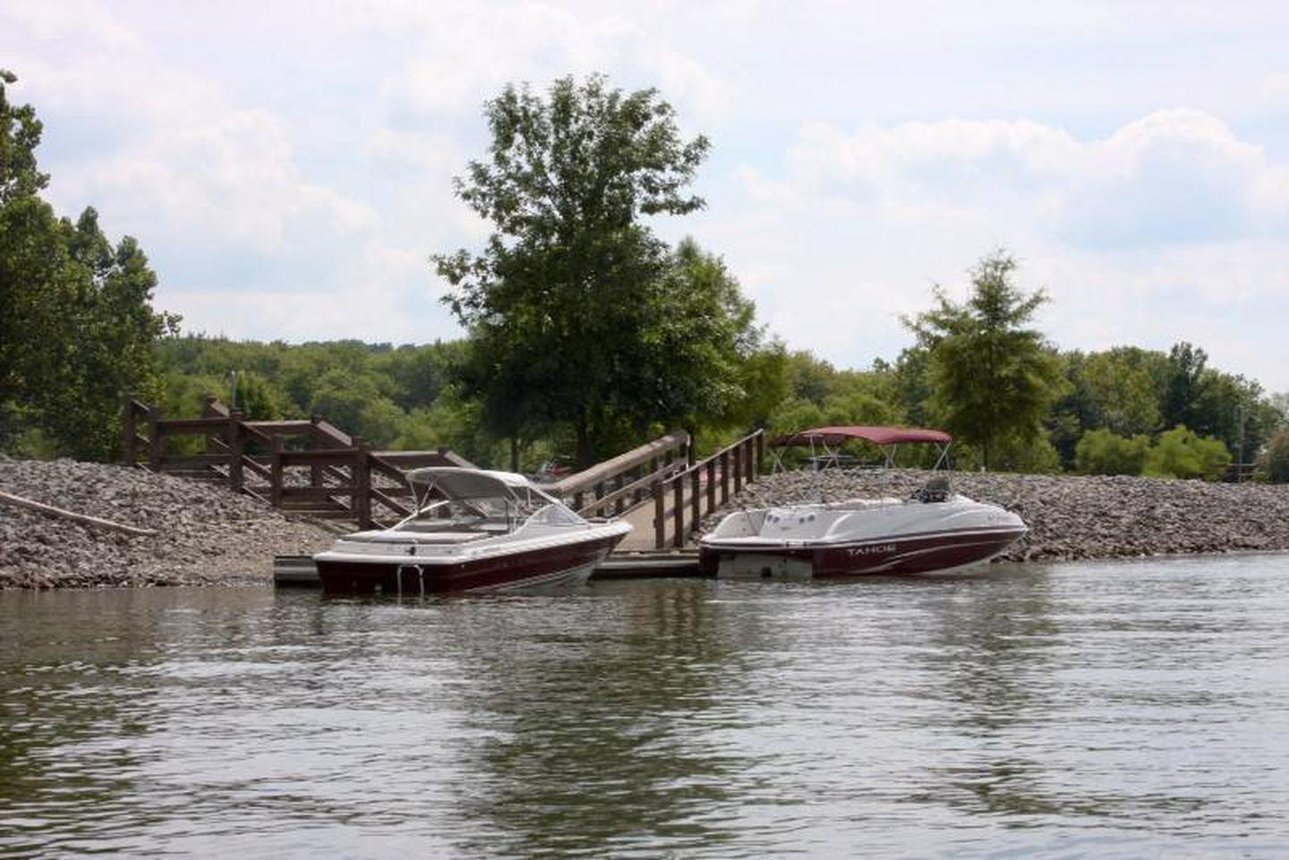 Pikes Ridge Courtesy DockThe campground has 3 courtesy docks, campers are able to keep boats tied up on 2 of 3 docks