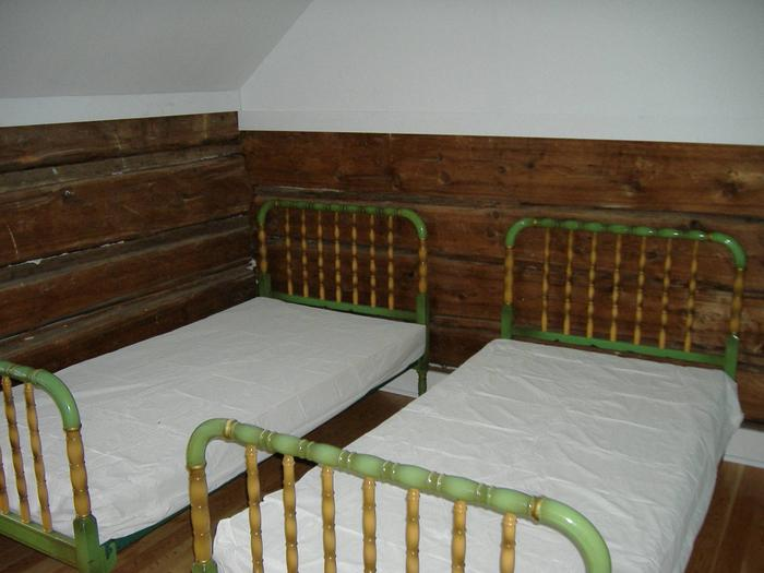Second Upstairs Bedroom  - 2 twins