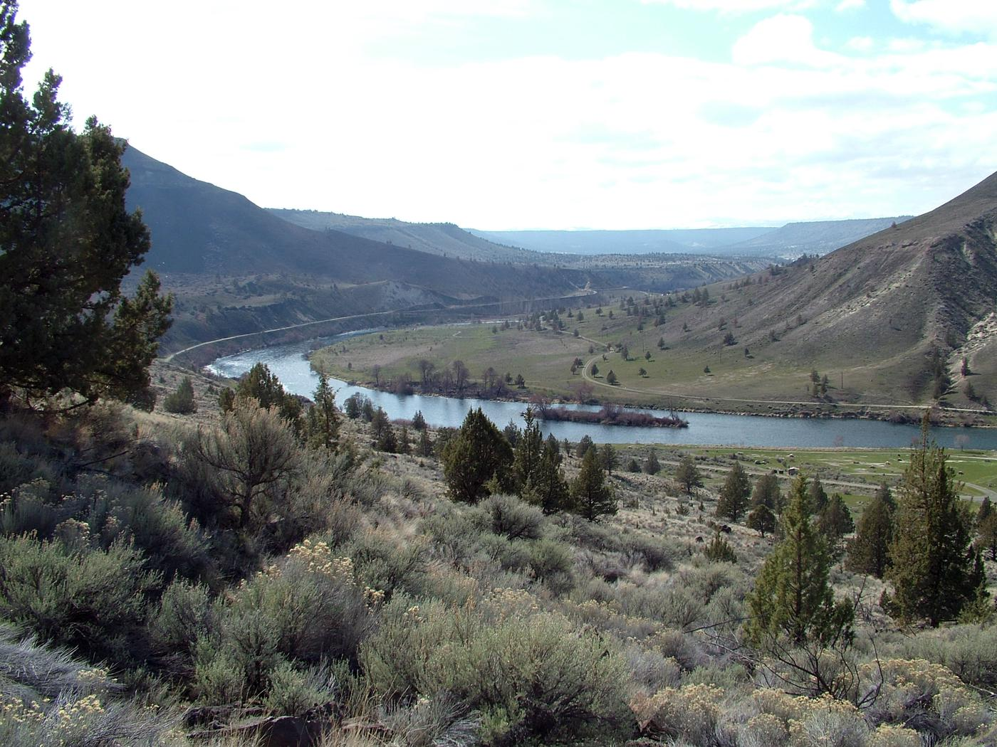 Looking down on Mecca Flat Campground and the Deschutes Wild & Scenic River.