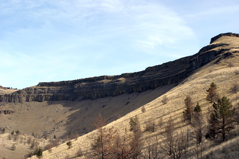 Basaltic rim rock above Mecca Flat Campground.