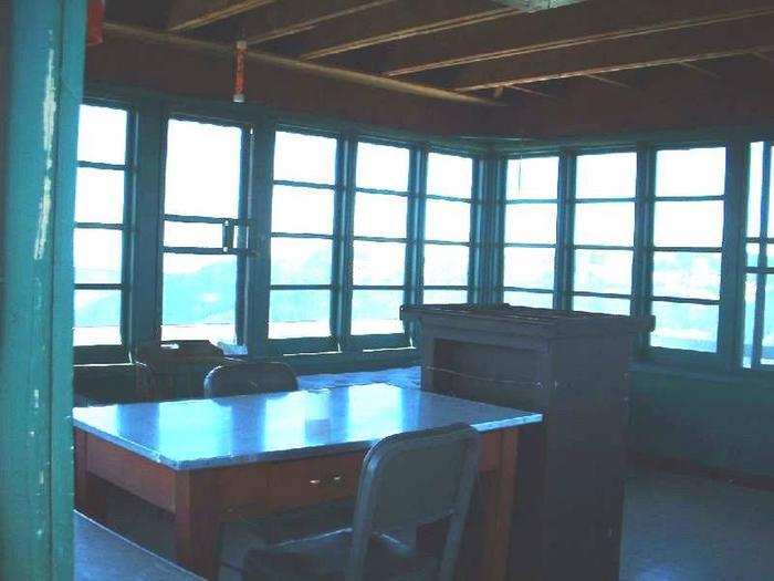 Gem Peak table