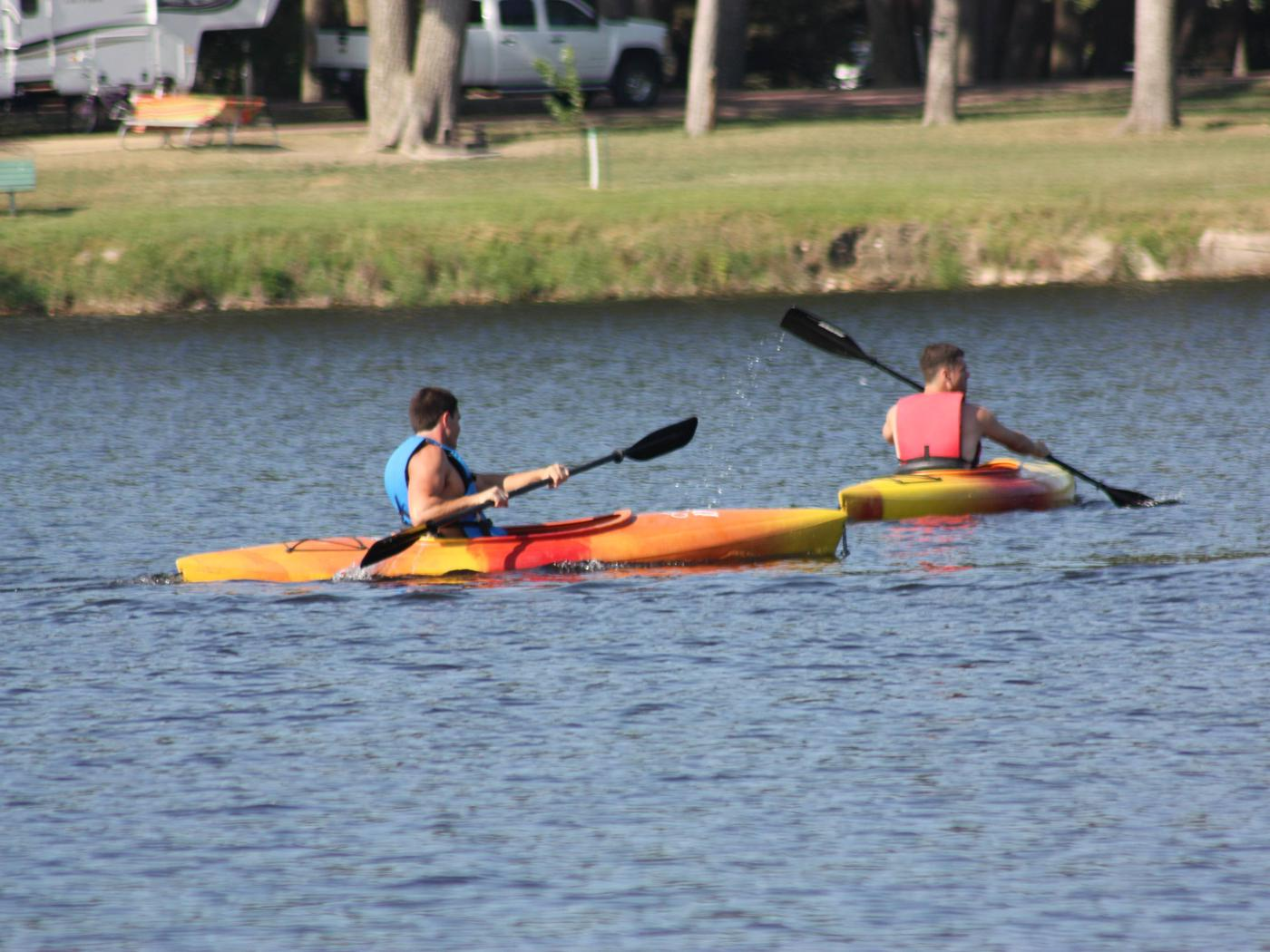 Kayaking near Cottonwood CampgroundKayaking near Cottonwood Campground