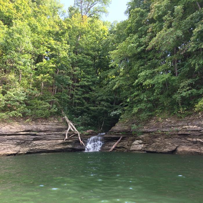 Lake Cumberland waterfallWaterfall on Lake Cumberland