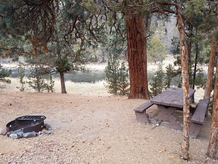 Campsite above the Crooked River at Cobble Rock Campground