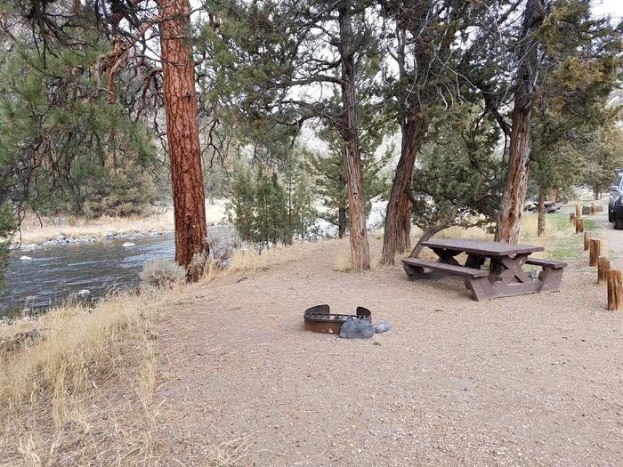 Campsite on the Crooked River at Cobble Rock Campground