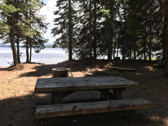 Cultus Boat In West Campground Site 8