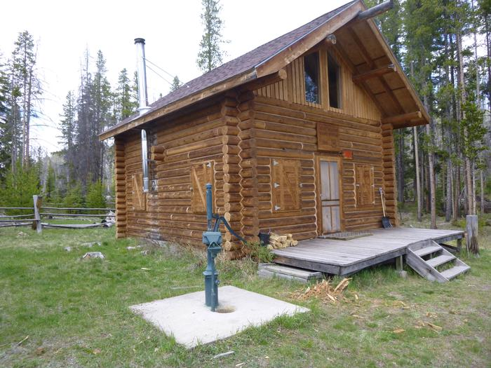 The Guad StationThe cabin in the summer