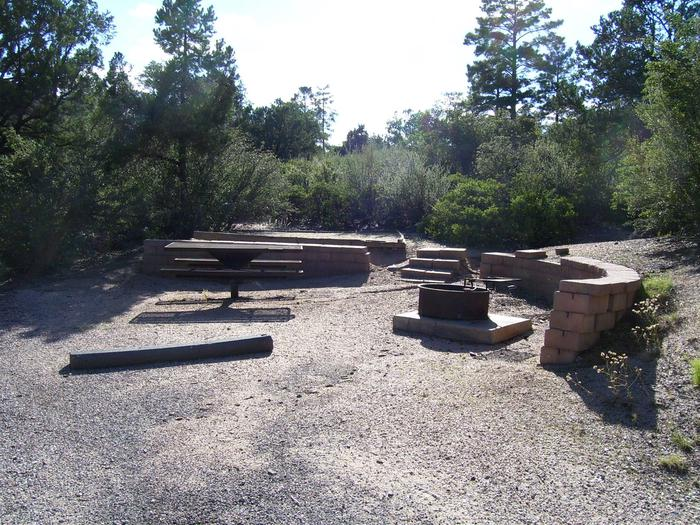 Yavapai Camground #19 picnic area with tent platform behind block retaining wallYavapai Campground #19