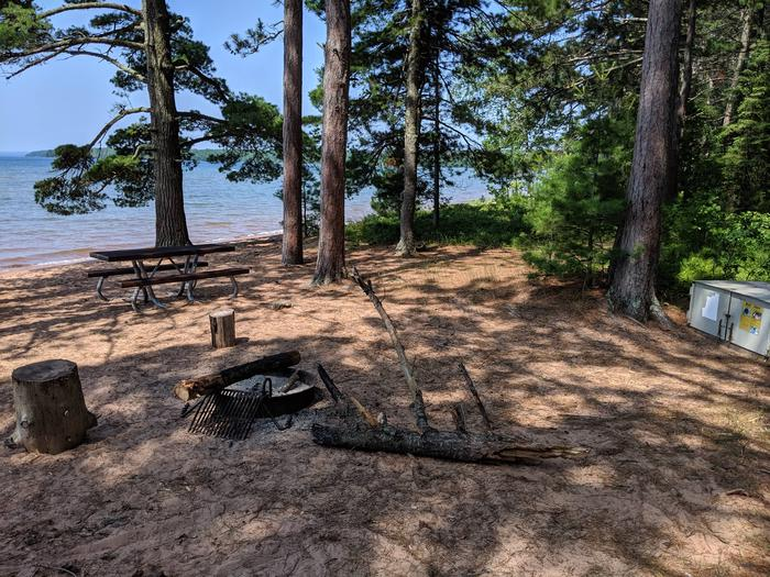 Stockton site 19 with picnic table, bear box, fire ring, and lake viewStockton site 19