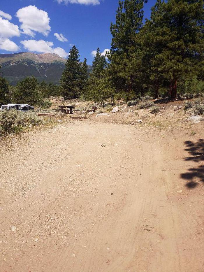 Lakeview Campground, site D7 parking