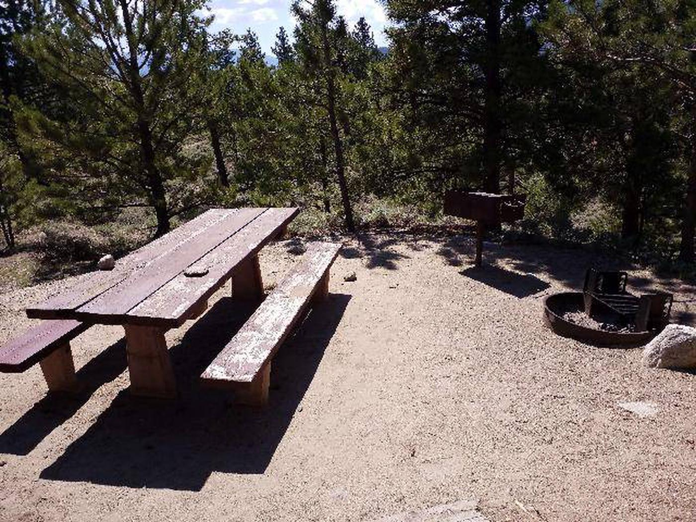 Lakeview Campground, site E1 picnic table