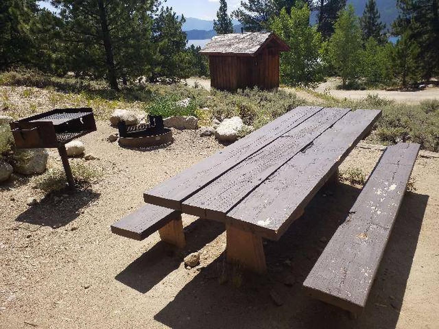 Lakeview Campground, site F4