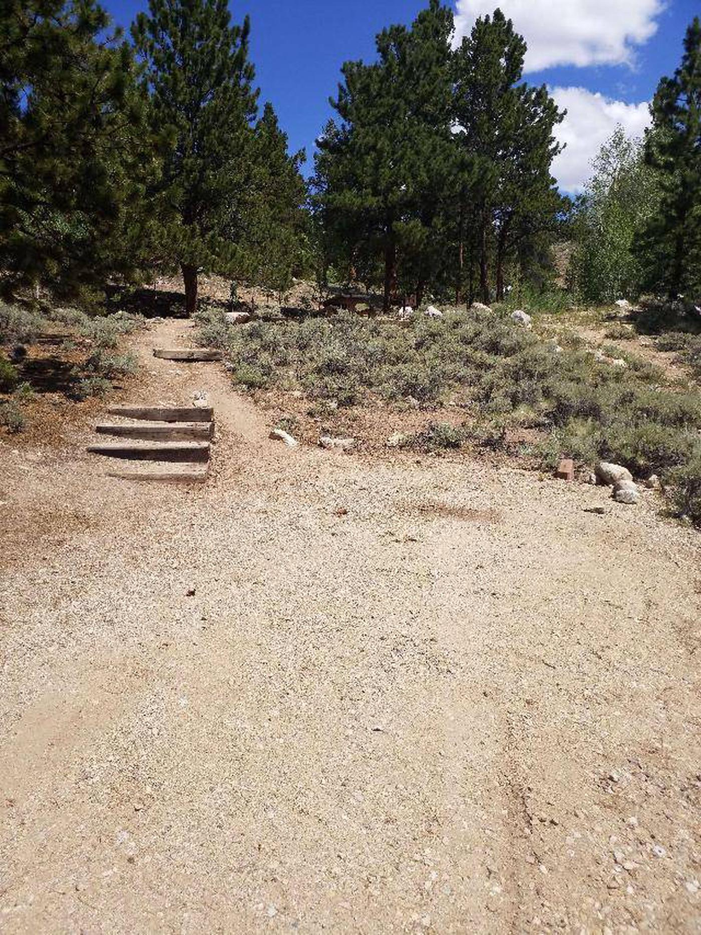 Lakeview Campground, site F4 stairs and parking