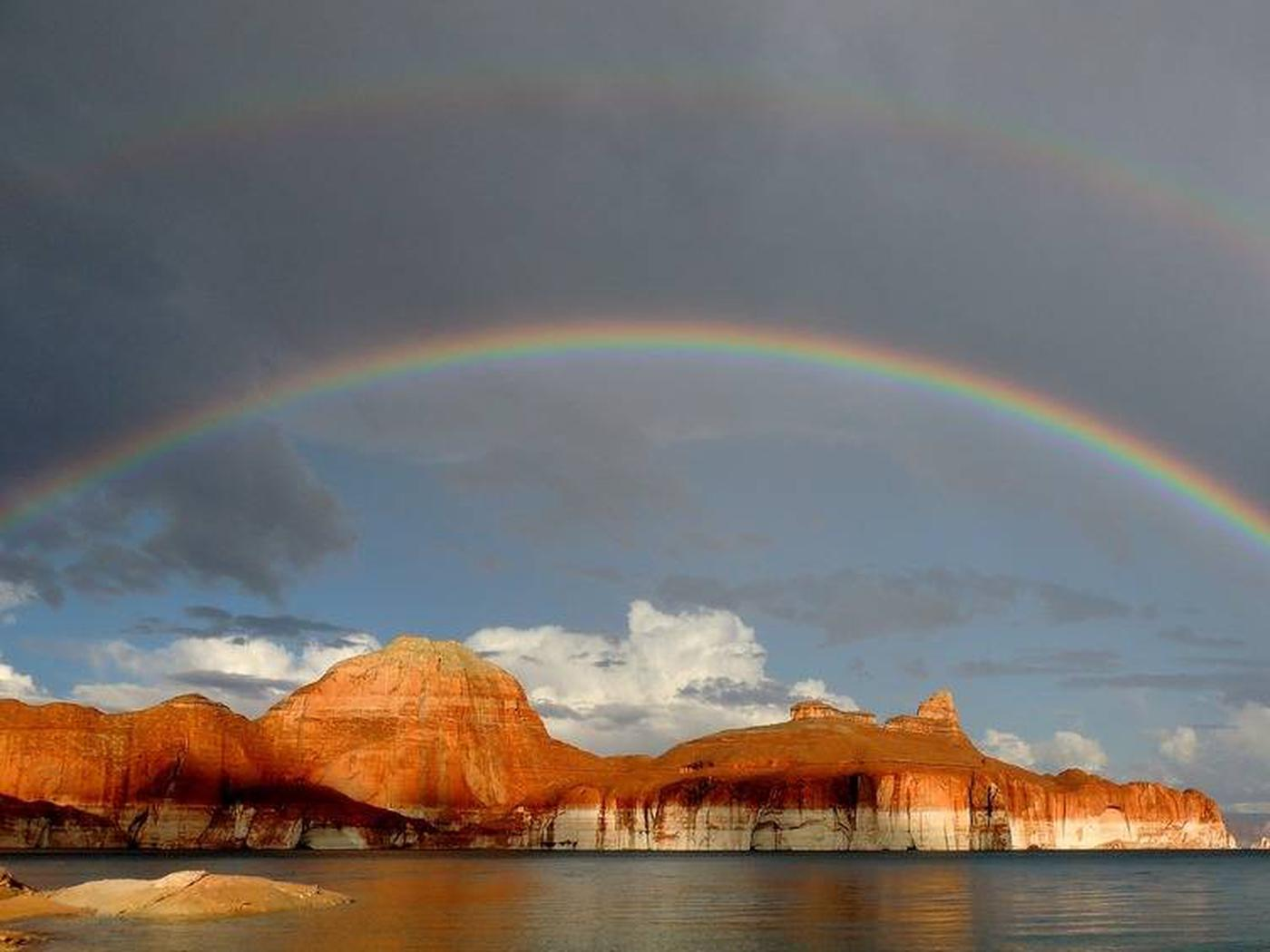 Rainbow over rock formationRainbow over a Glen Canyon rock formation