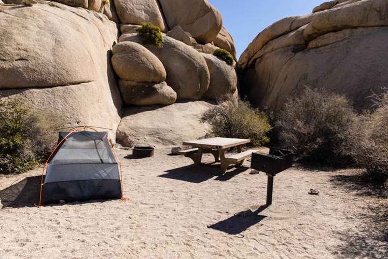 Jumbo Rocks site 6cCampsite