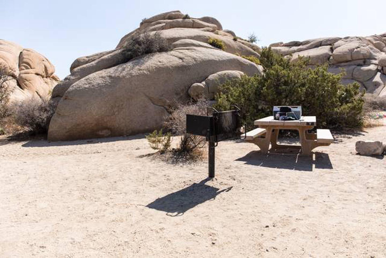 Jumbo Rocks site 7cSmall tent campsite