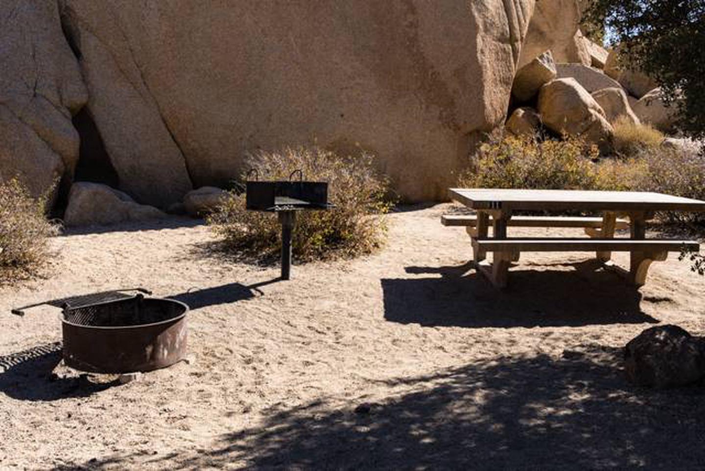 Jumbo Rocks site 11cSmaller campsite