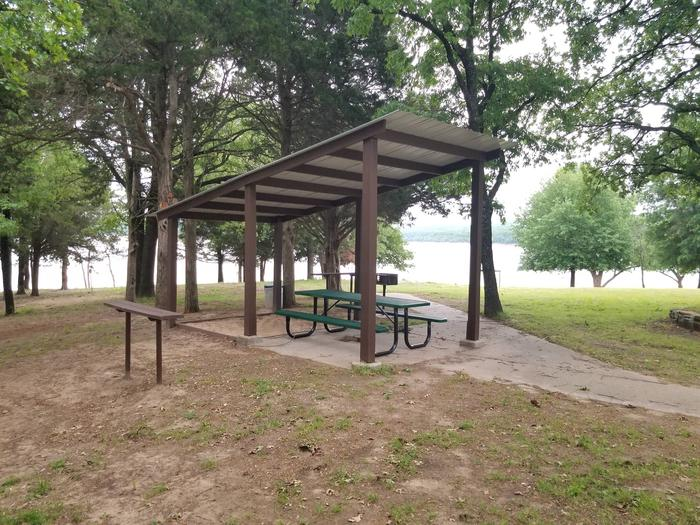Lake View Group ShelterThis picnic site is located in the day use area.