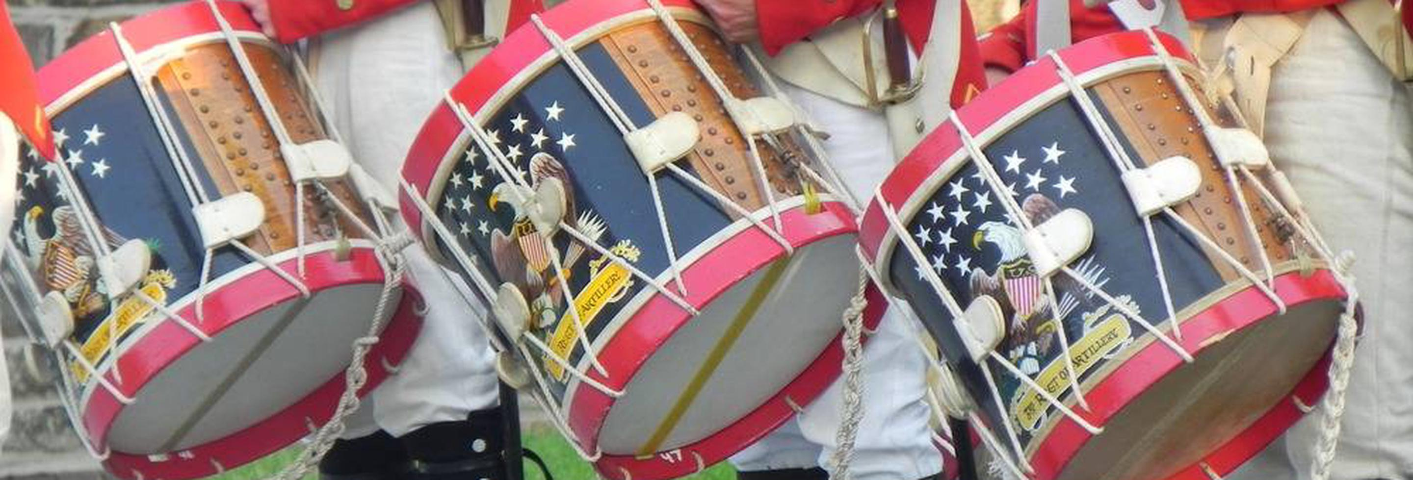 Fort McHenry Fife and Drum CorpsFort McHenry Fife and Drum Corps playing on authentic War of 1812 rope tension snare drums