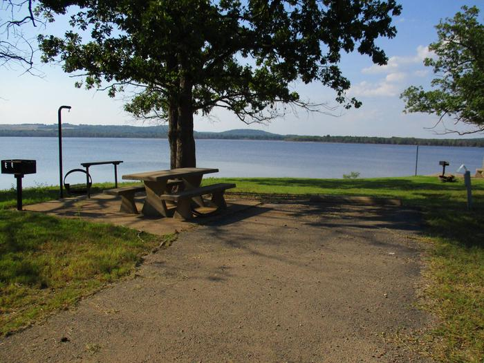 Site 25 has afternoon shade around the picnic table.Site 25 offers an unobstructed lake view.