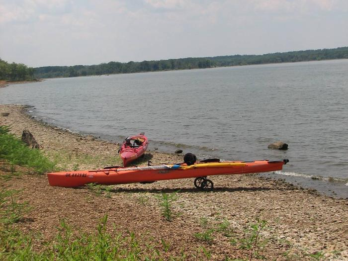 Wildwood offers a gravel shoreline behind most of the campsites.Wildwood is an ideal location for kayaks and other watercraft.  Boats can be moored behind most campsites.