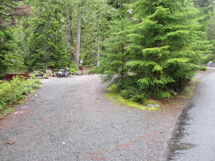 Driveway, parking area.Site parking area.