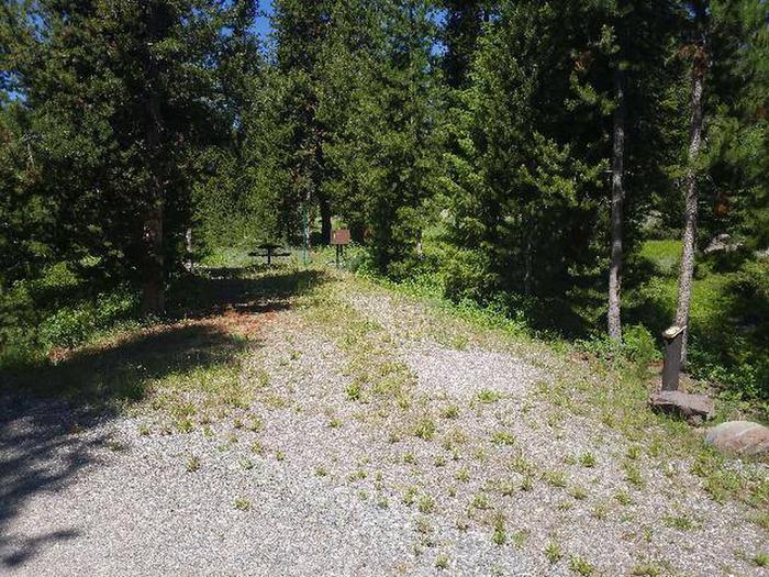 Threemile Campground Campsite 17 - Post. Gravel area in foreground and picnic area in backgroundThreemile Campground Campsite 17 - Post