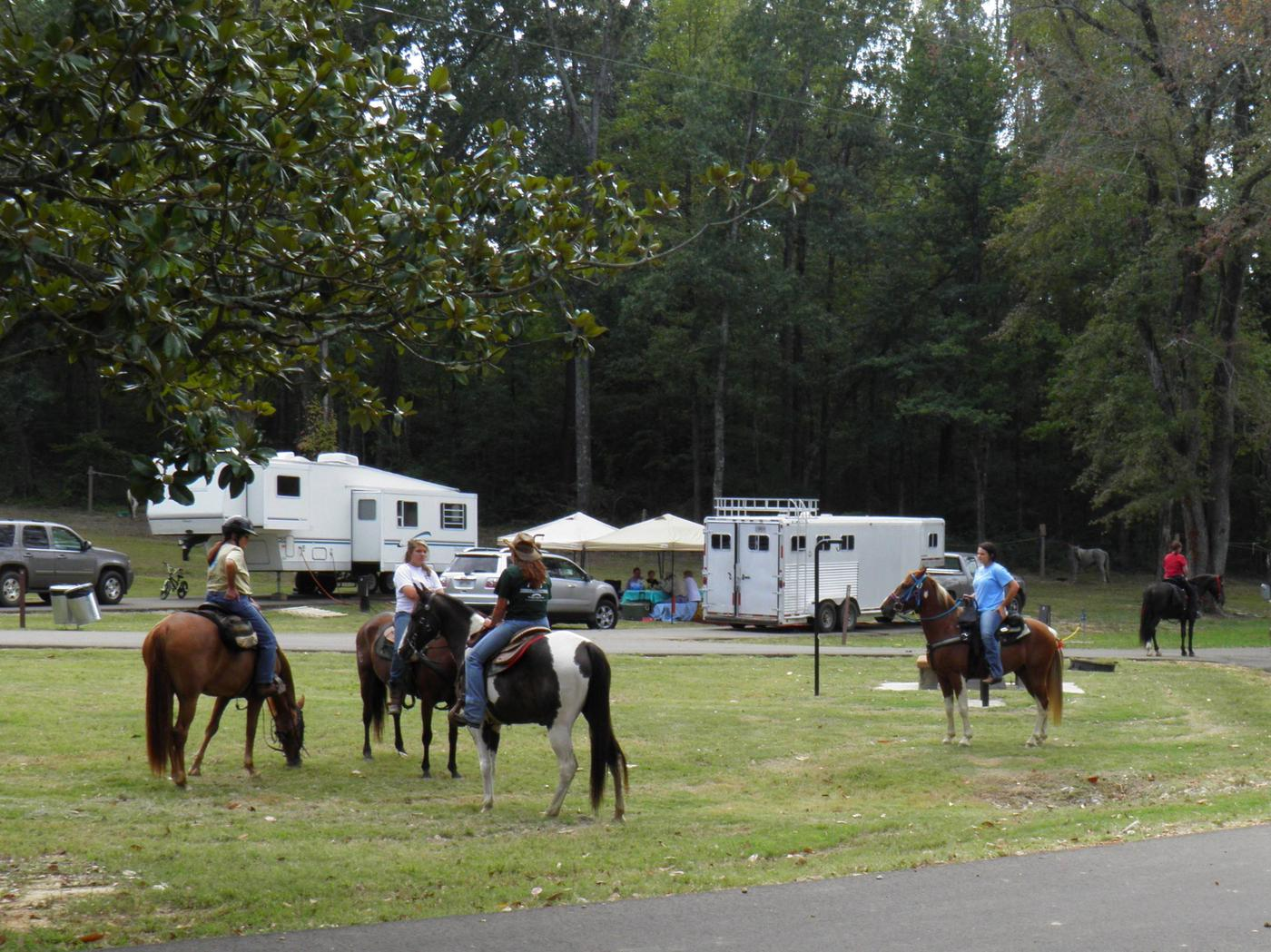 Equestrian Riders Enjoy Ford's Well CampgroundFord's Well Camping