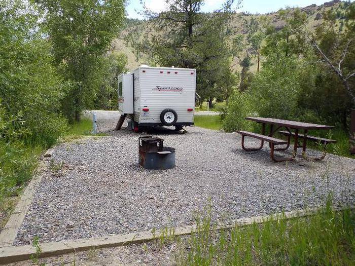 Wapiti Campsite 3 - Back View