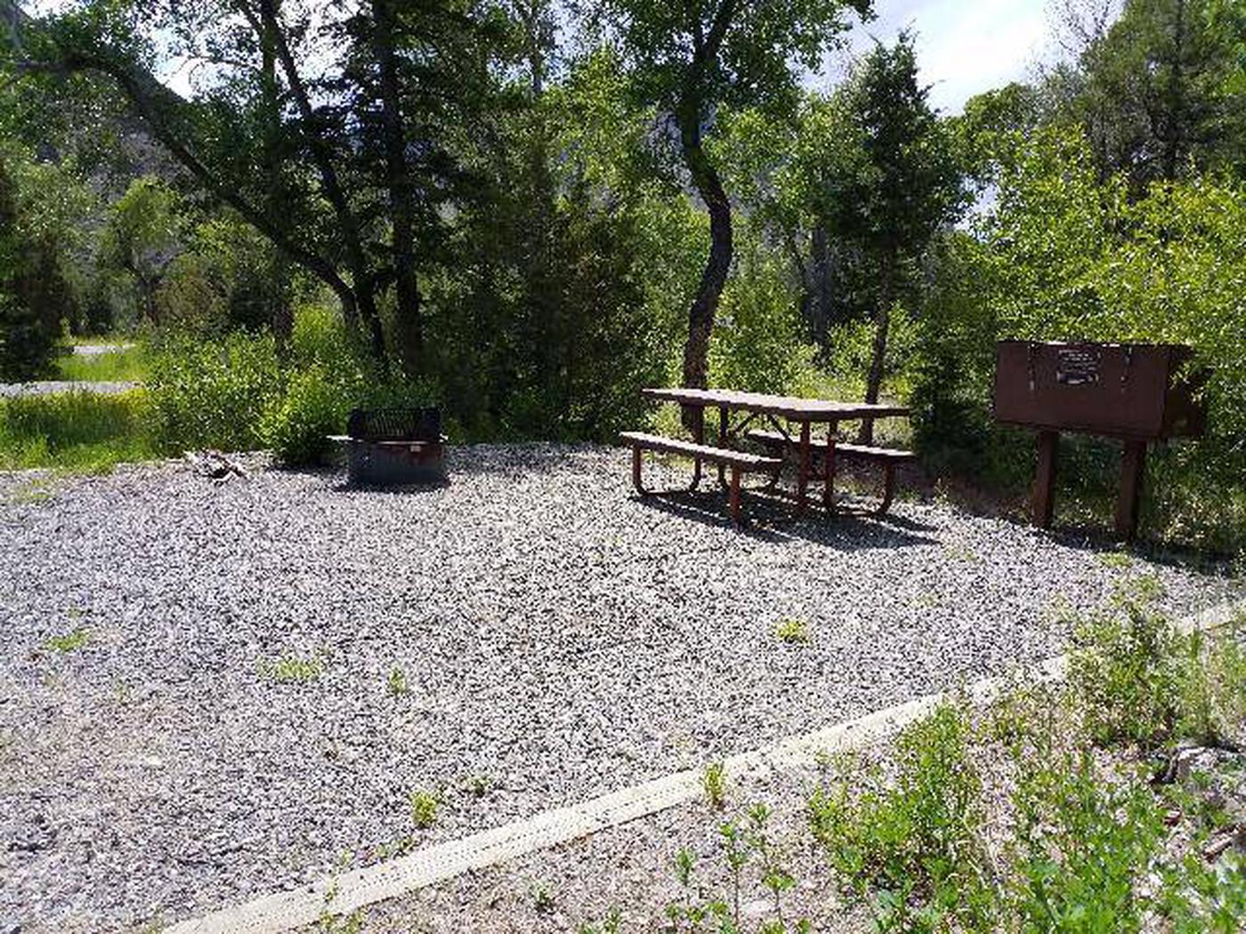 Wapiti Campsite 6 - Picnic Area