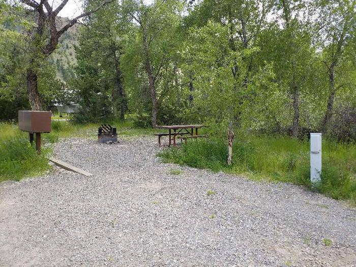 Wapiti Campsite 9 - Side View with Parking and Picnic Area