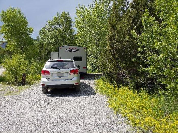 Wapiti Campsite 12 - Parking Area with Vehicle and RV