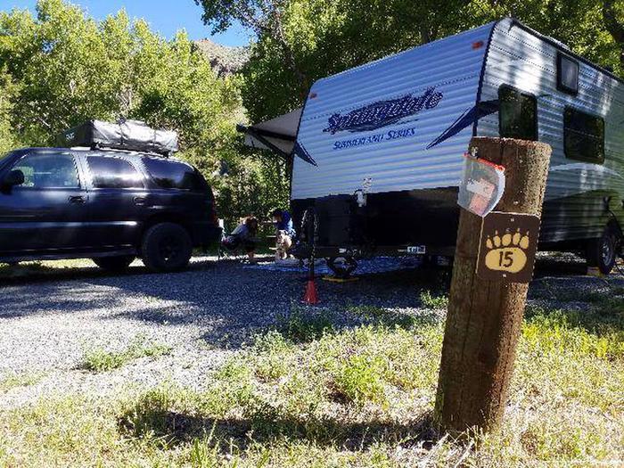 Wapiti Campsite 15 - Post with Vehicle and RV