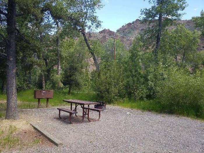 Wapiti Campsite 23 - Picnic Area, Picnic table, fire ring, bear boxWapiti Campsite 23 - Picnic Area