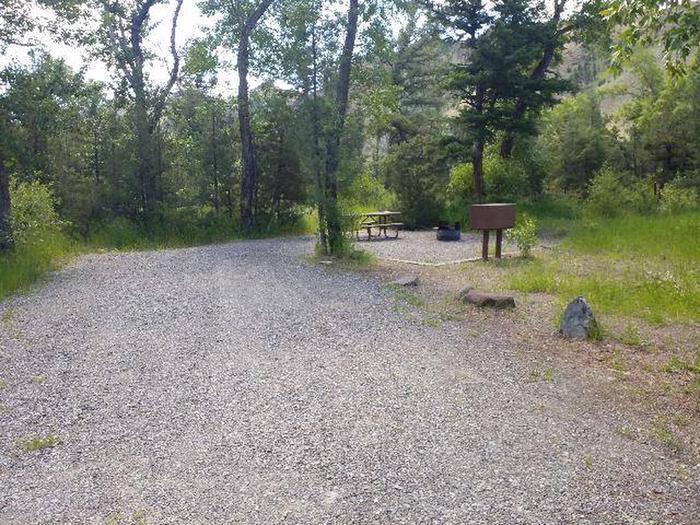 Wapiti Campsite 24 - Gravel Parking and Picnic AreaWapiti Campsite 24 - Parking and Picnic Area