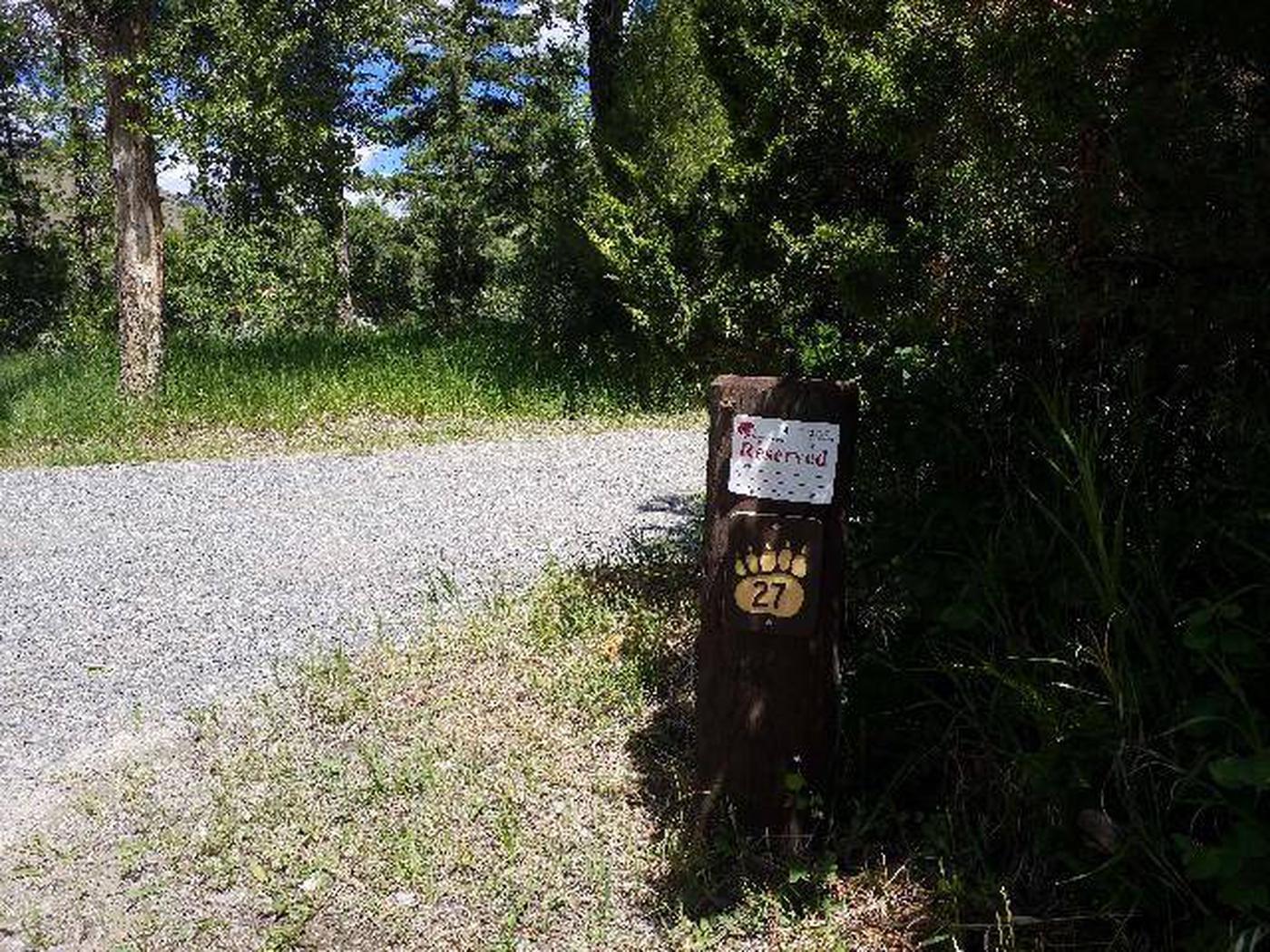 Wapiti Campsite 27 - Post