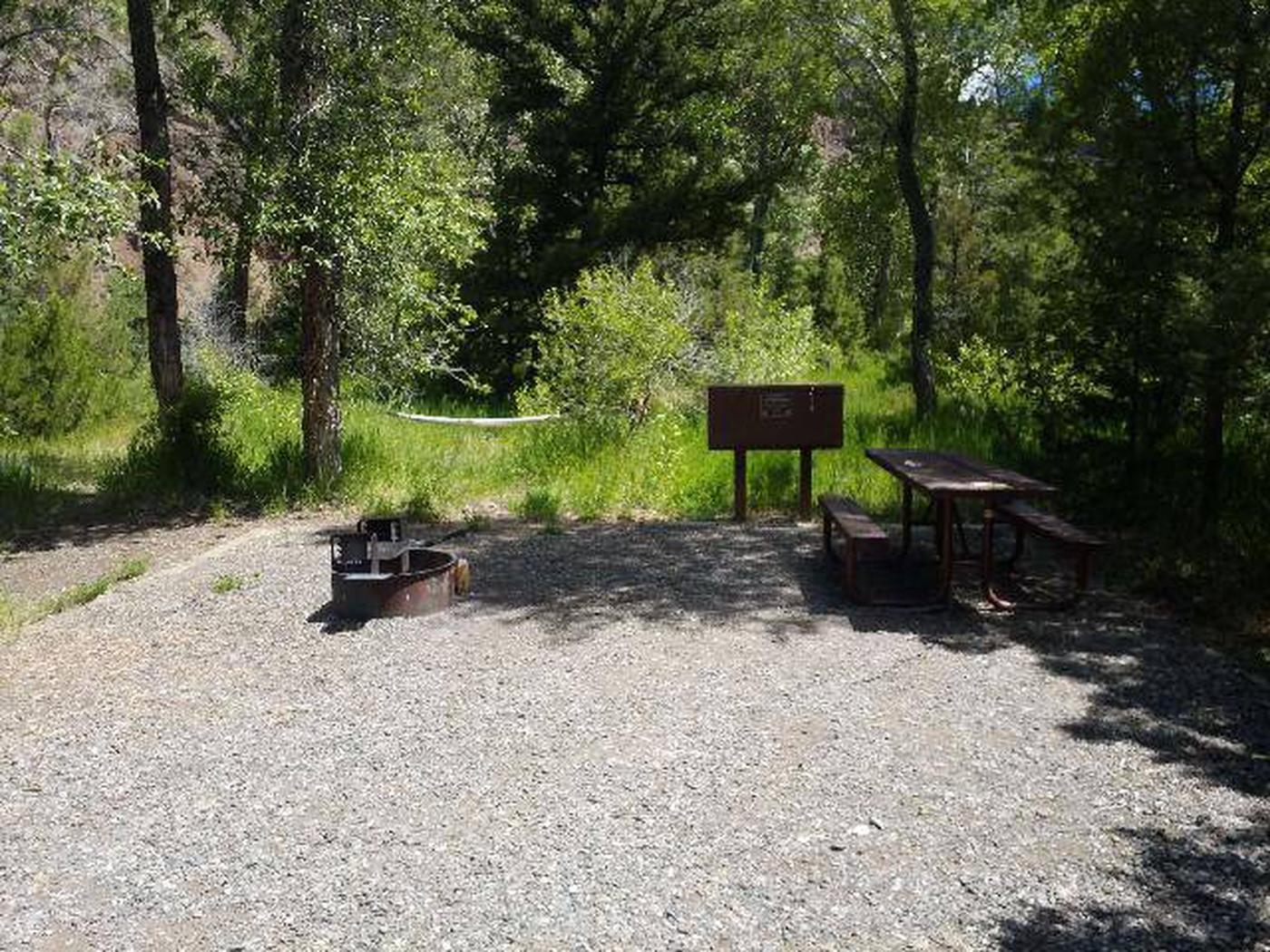 Wapiti Campsite 27 - Side View of Picnic Area
