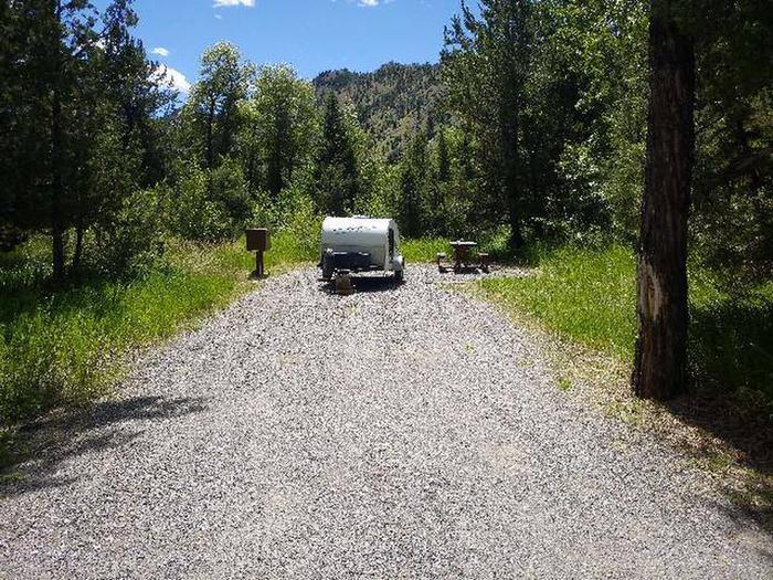 Wapiti Campsite 29 - Gravel Parking AreaWapiti Campsite 29 - Parking Area