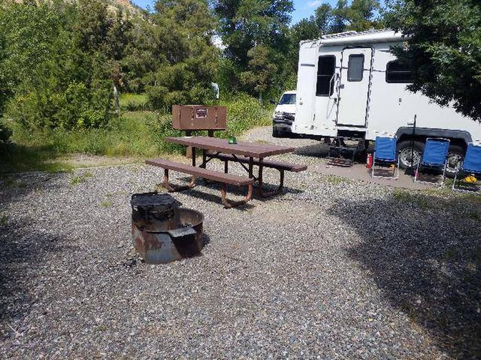 Wapiti Campsite 37 - Picnic Area