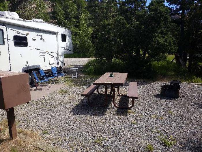 Wapiti Campsite 37 - Picnic and Parking Area