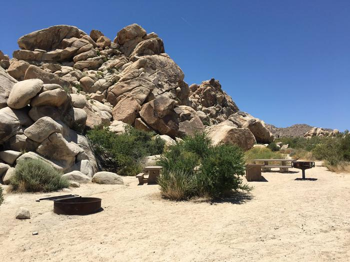 Indian Cove Group Site 8 AmenitiesAmenities: BBQ Grill, Tables and In-Ground Fire Pit