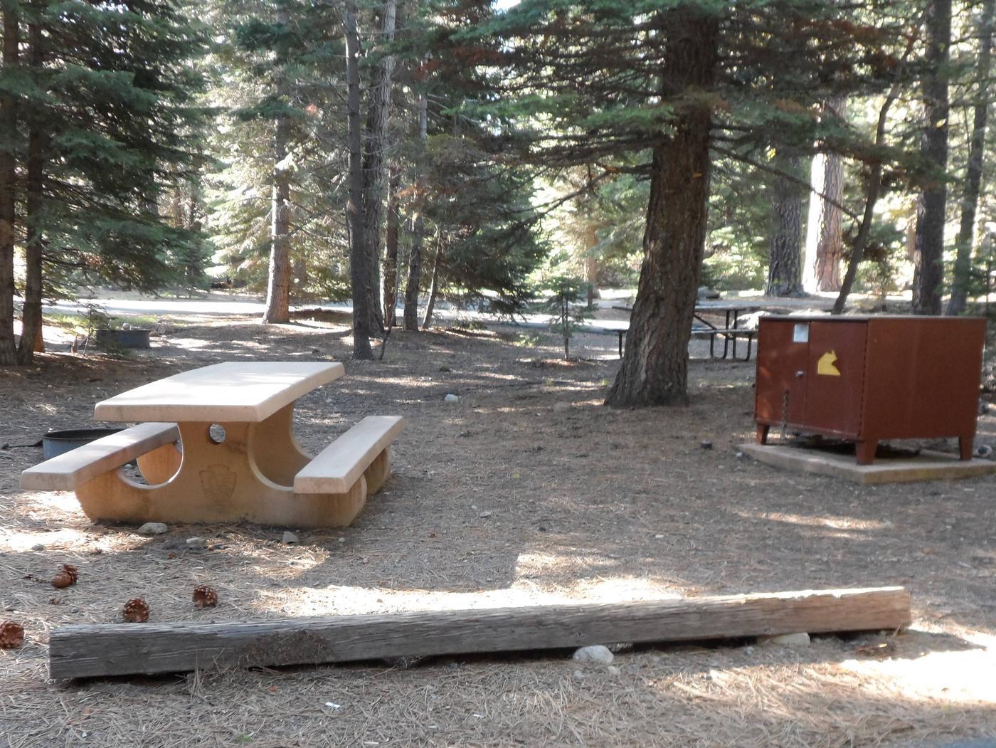 B3Manzanita Lake Campground, Loop B, Site B3