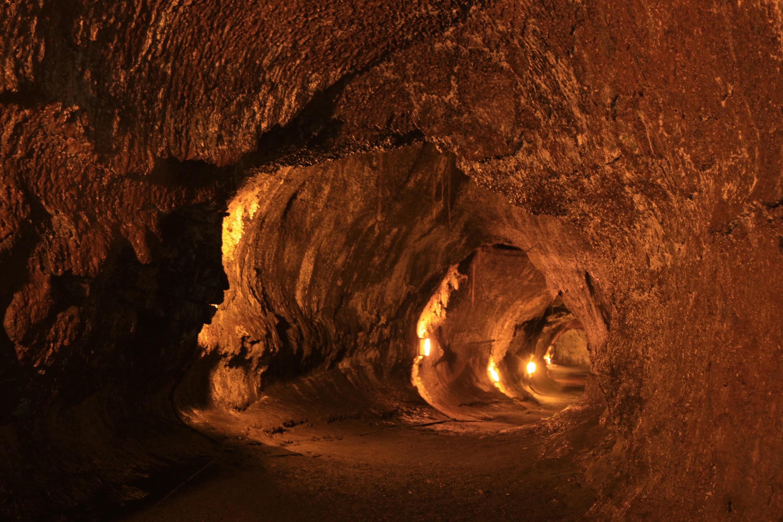 NāhukuNāhuku (Thurston Lava Tube)