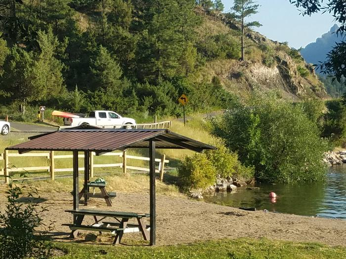 Log Gulch Campground offers amenities to make your stay enjoyable. (Picnic Areas and Beach)Log Gulch Campground offers amenities to make your stay enjoyable. Picnic Areas and Beach access are available.