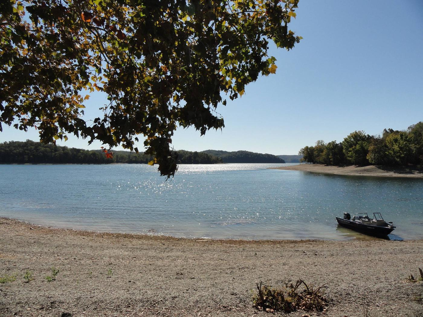 DALE HOLLOW LAKE - PRIMITIVE CAMPING EXAMPLE LAKE FRONT CAMPING