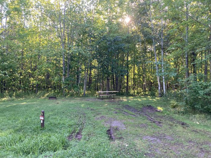 Site 19 gravel spur, picnic table, and fire ringSite 19