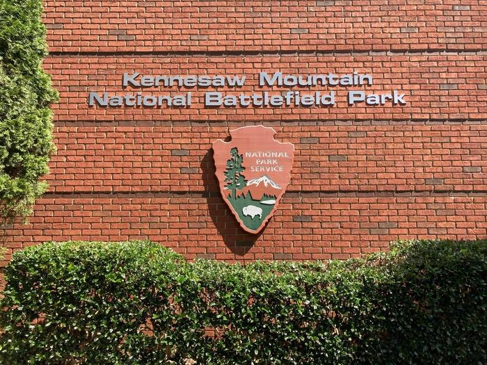 Welcome to Kennesaw MountainTrue to every NPS building, this is Kennesaw Mountain's NPS arrowhead