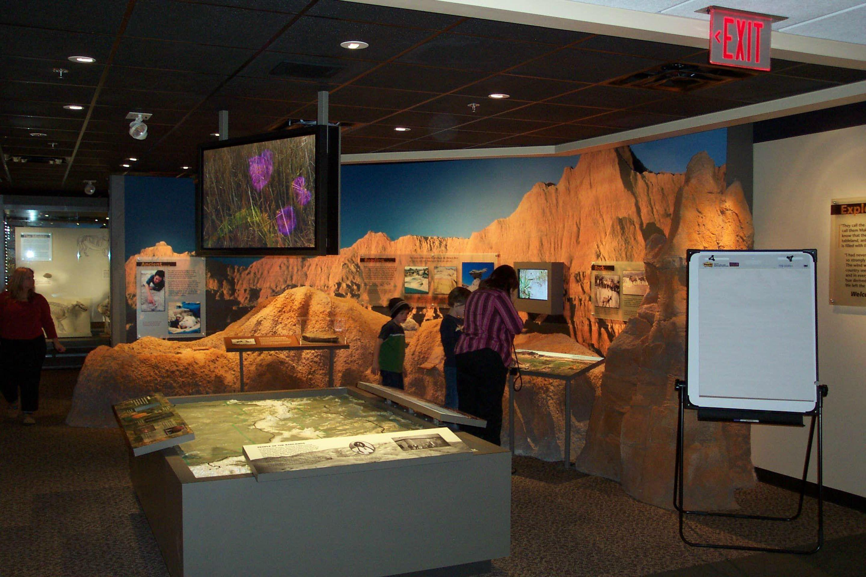 Ben Reifel Visitor Center 003The visitor center hosts multiple exhibits that explore the cultural and natural history of the park.